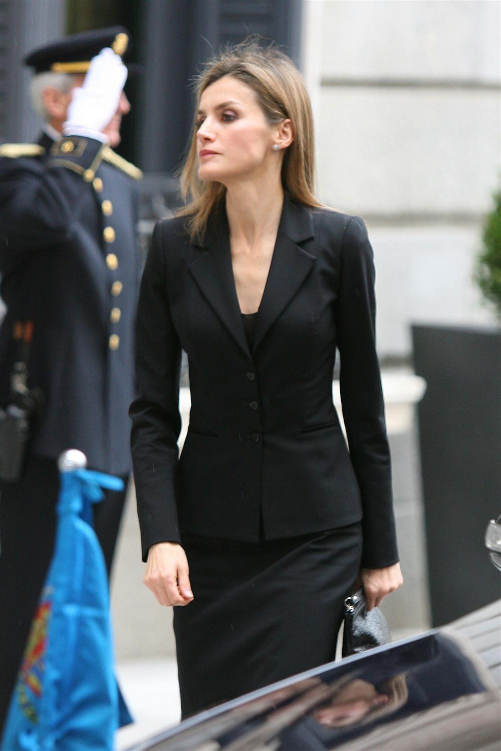 La familia real en el funeral del expresidente Adolfo Suarez Princesa_letizia_1000x1499