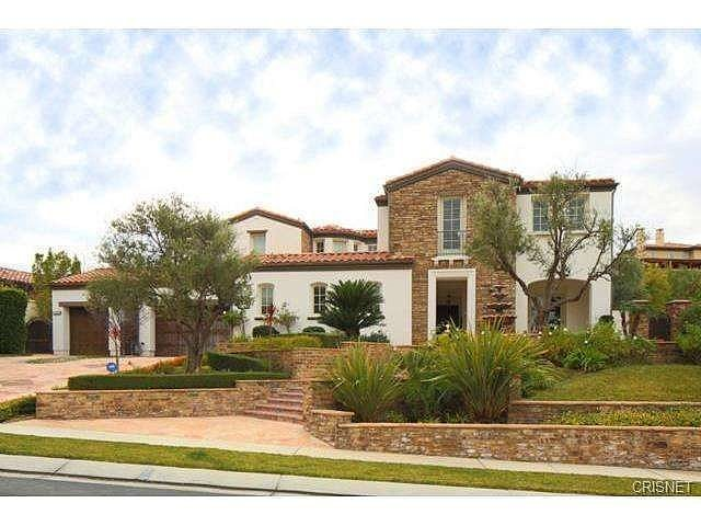 stone-stucco-home-located-same-exclusive-Oaks. Vista exterior de la casa en California