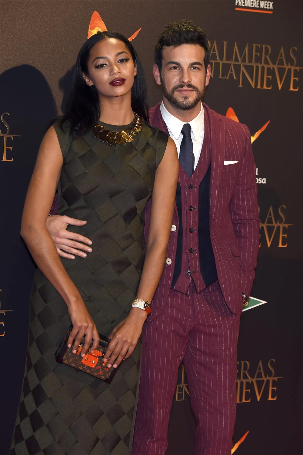 Mario Casas y Berta Vázquez, muy enamorados en el estreno de ...