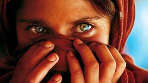 """9 curiosidades sobre la foto """"La niña afgana"""" de Steve McCurry"""