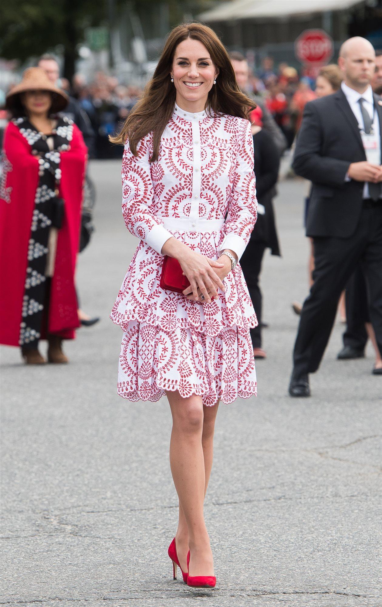 Encantador Vestido De Cóctel Kate Middleton Ilustración - Colección ...