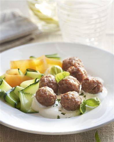 Alb ndigas con verdura y salsa de yogur - Albondigas de verdura ...