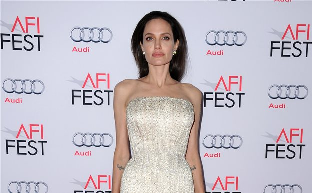 Angelina Jolie se enfada con Hollywood