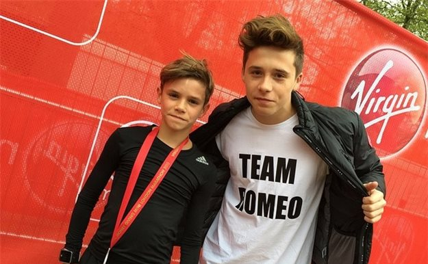 Brooklyn Beckham presume de hermano