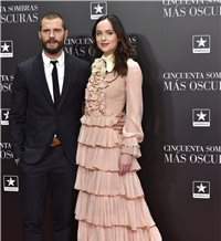 Multitud de famosos arropan a Dakota Johnson y Jamie Dornan en Madrid
