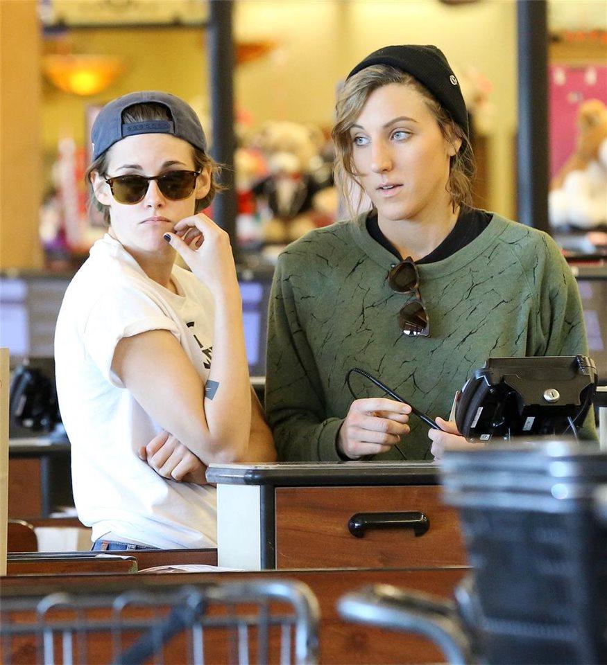 Kristen Stewart Luce Tatuajes A Juego Con Su Supuesta Novia Alicia