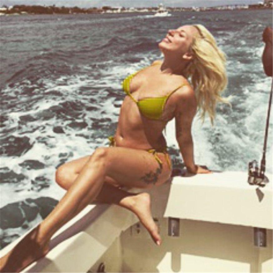 Gaga Luce En El Se Bikini De Natural DisfrazAsí Quita Lady l31cTKFJ