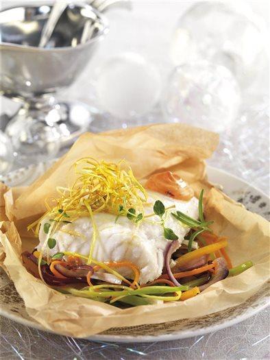 Merluza en papillote con verduras y huevo - Merluza a la papillote ...