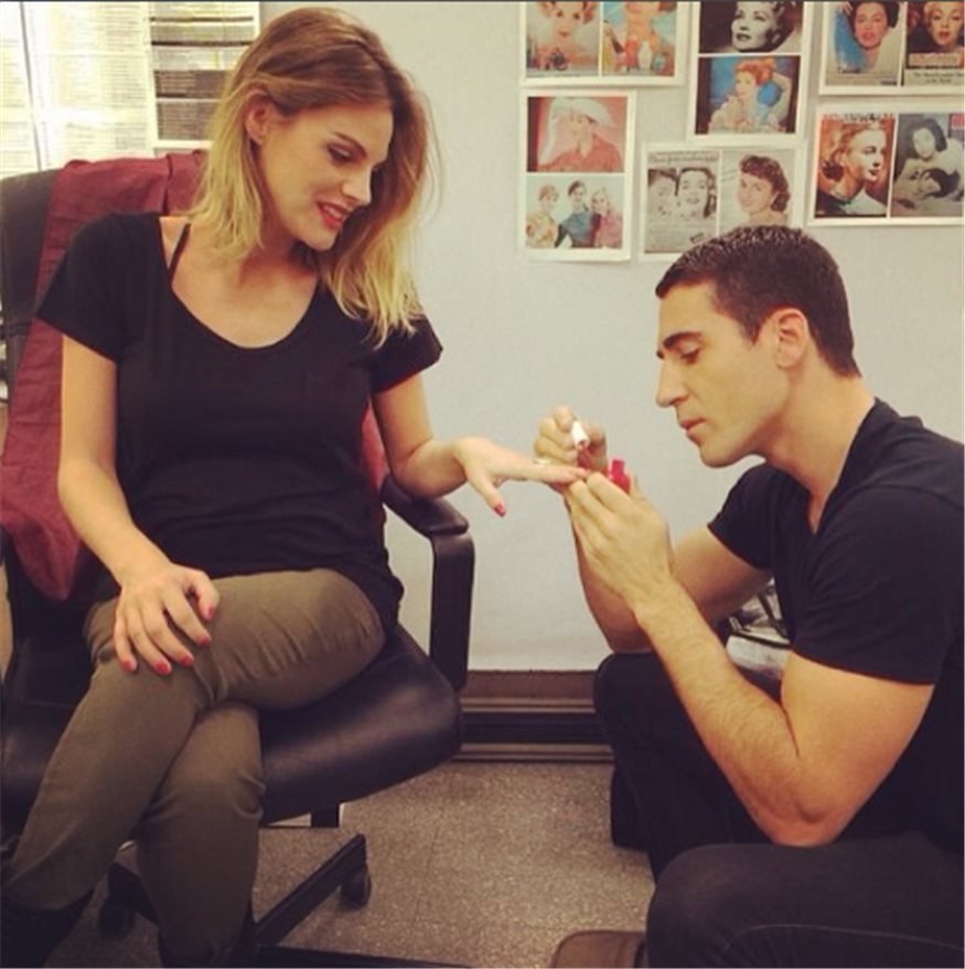 Miguel Angel Silvestre manicura