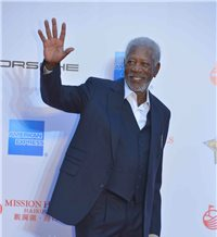 Morgan Freeman sale ileso de un accidente aéreo