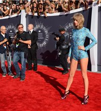Mary Katrantzou, autora del modelazo de Taylor Swift
