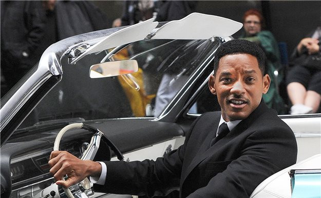 Will Smith pide dinero a un fan para echar gasolina
