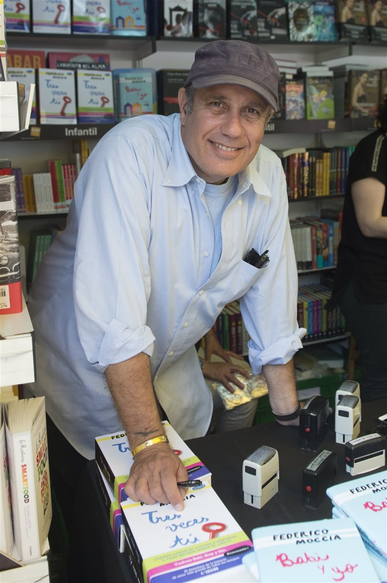 Los famosos firmaron ejemplares de sus libros en Madrid