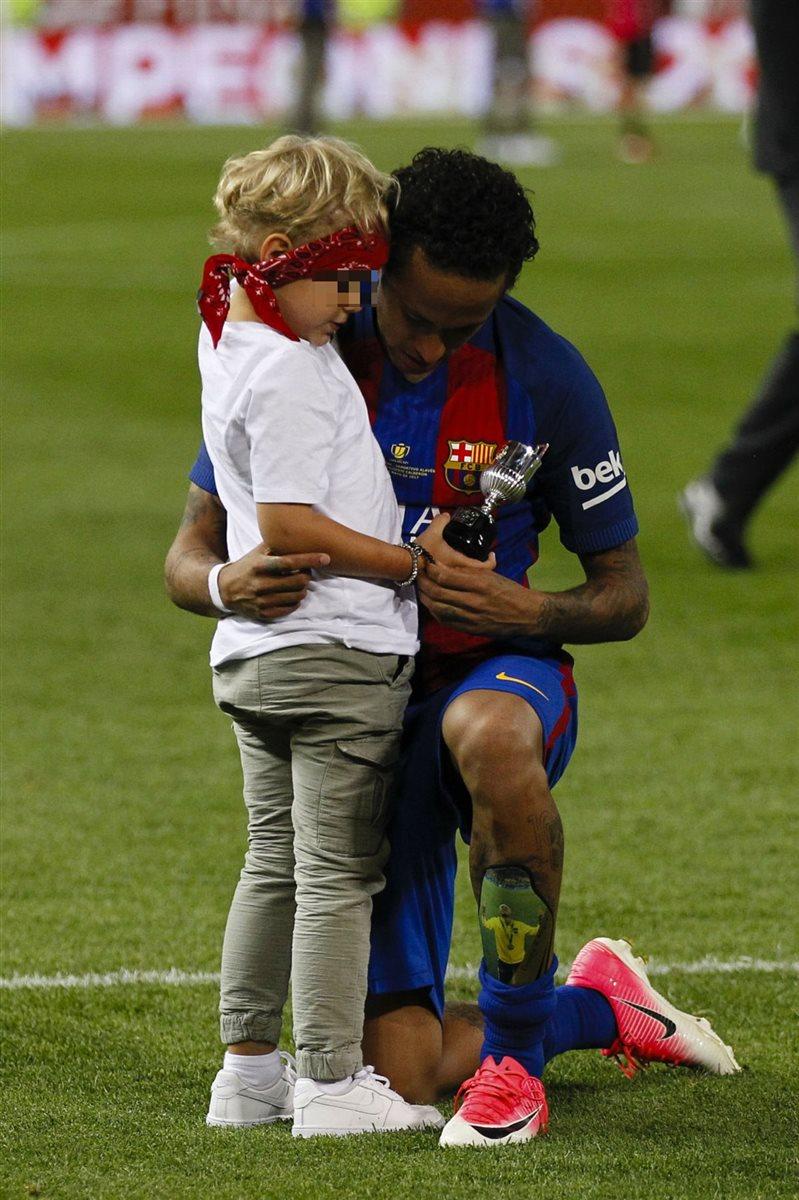 Los Jugadores Del Barça Celebran Con Sus Hijos La Victoria En La Copa