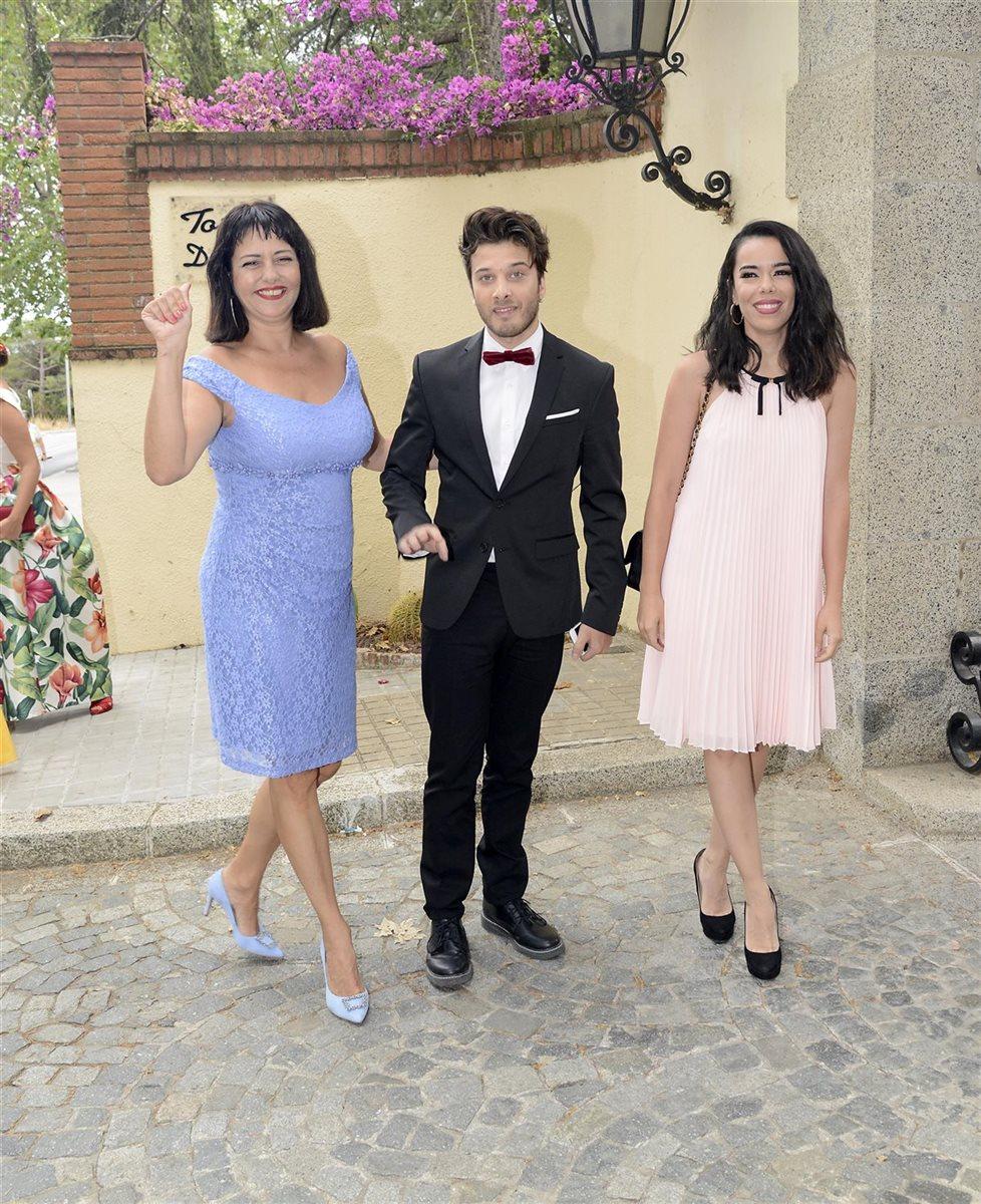 ¿Cuánto mide Blas Cantó? - Altura real descalzo: 1,68 Blas-con-maria-jesus-y-beatriz_0d57c203_978x1200