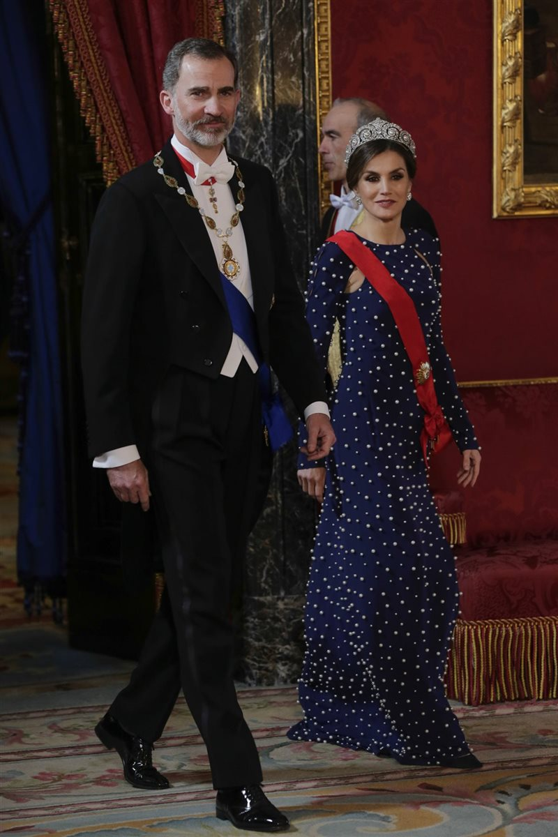 f95eff58e La polémica de la tiara de la reina Letizia en la cena con Portugal