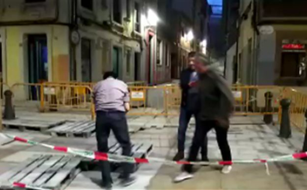 El desternillante vídeo del accidente de tres amigos borrachos en Gijón que arrasa en las redes