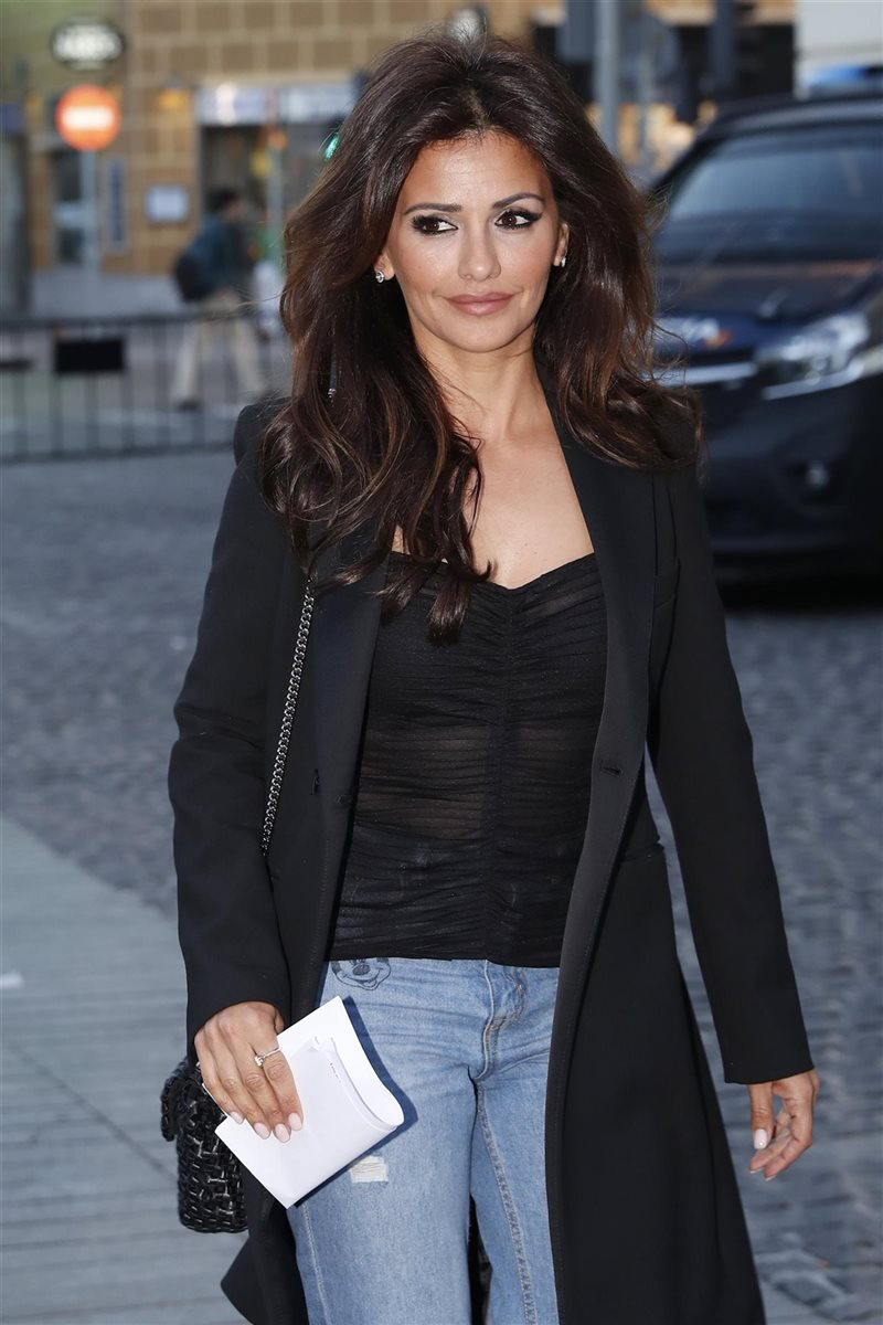 Monica Cruz paseando por Madrid. Antes