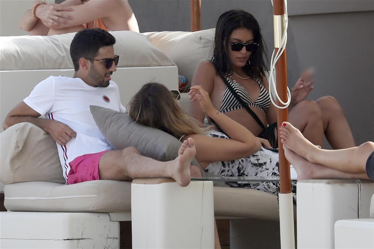 Alba Díaz Y Lucía Rivera Disfrutan De Ibiza Y No Lo Hacen Solas