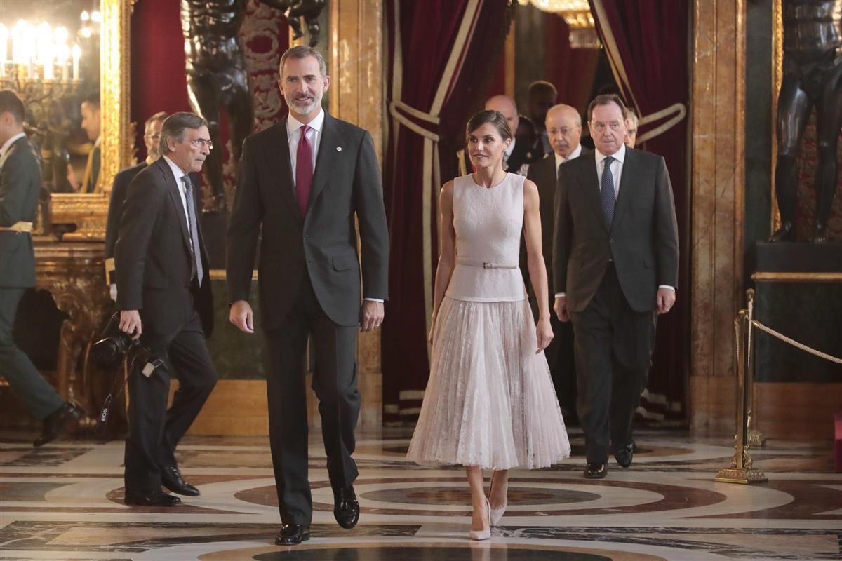 c3ee7ef64e Los Reyes saludaron a los invitados en la recepción en el Palacio Real