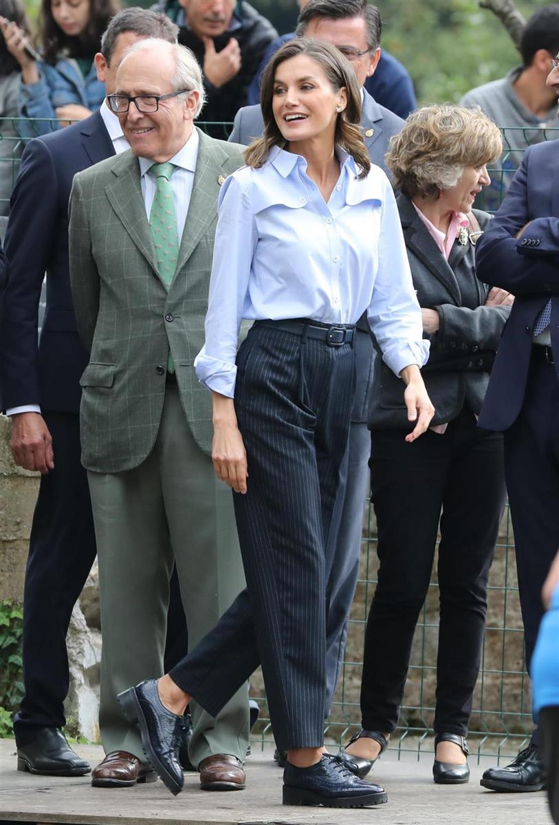 Spanish Queen Letizia Ortiz during a visit to Mual (Cangas de Narcea) . A lo tomboy