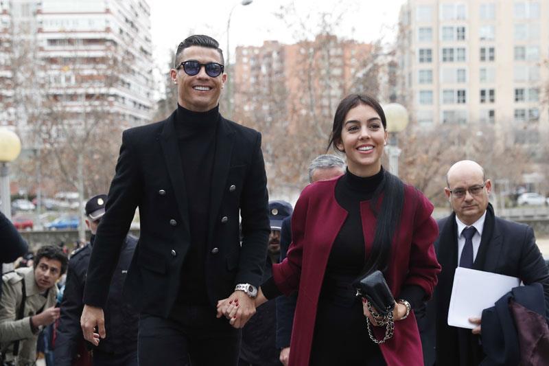 Cristiano Ronaldo y Georgina en los Juzgados de Plaza Castilla. Un recadito