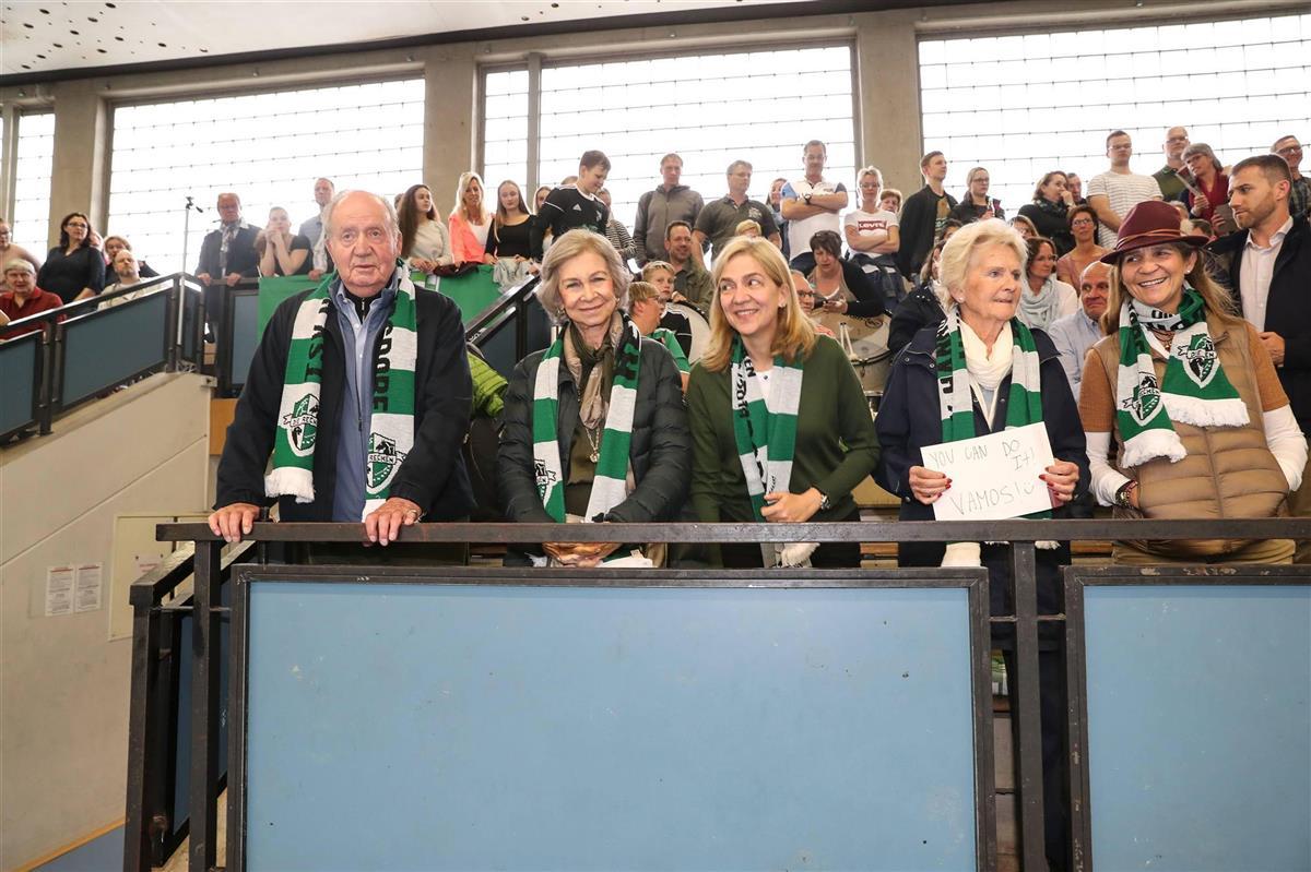 Reyes-eméritos,-Cristina,-Claire-Liebaert-y-Elena. El apoyo de la familia