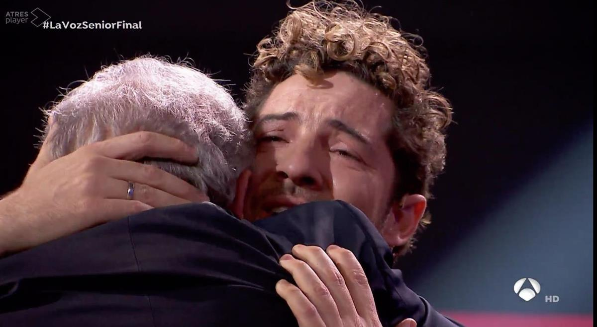 David Bisbal, llorando en la final de la 'La Voz Senior'