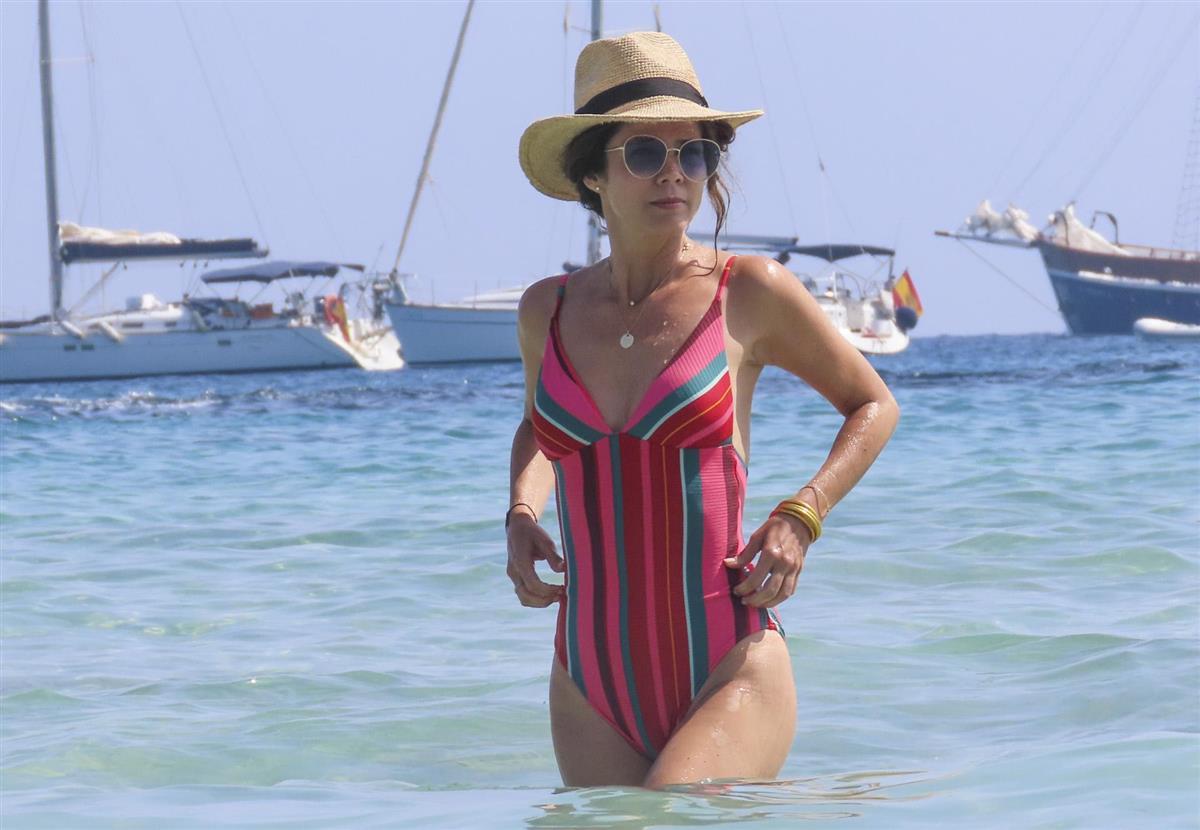Juana Y Sus De En Vacaciones Ibiza Su Hija Acosta Disfrutan cjLRq35A4