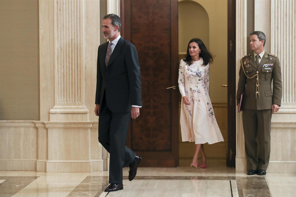 El rey Felipe de España protagoniza discusión con la reina Letizia — Vídeo