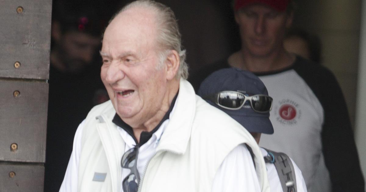 Resultado de imagen de El rey Juan Carlos vuelve a dar plantón a Letizia en su verano más familiar