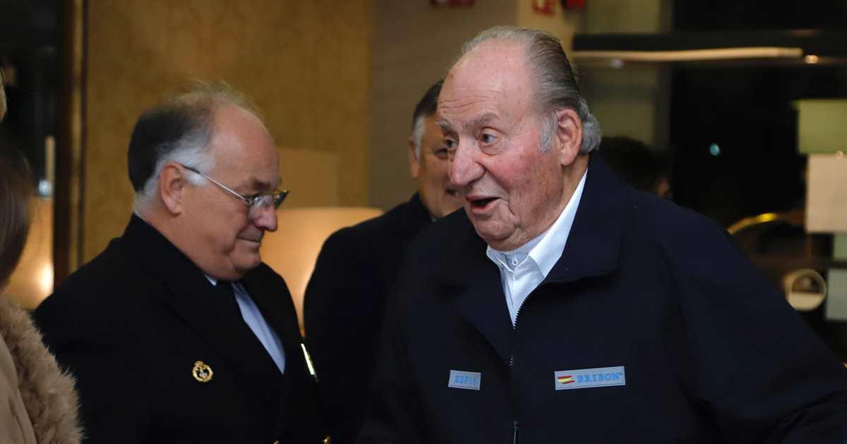 El rey Juan Carlos reaparece en Sanxenxo muy vital junto a la infanta Elena - Lecturas