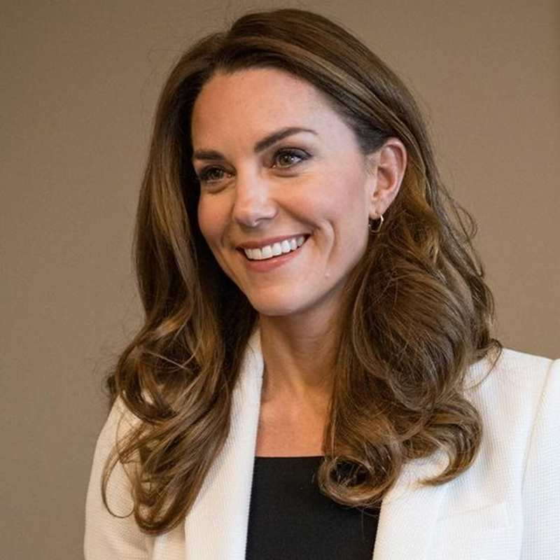 Kate Middleton recicla una americana blanca de  Zara que eleva cualquier look working girl