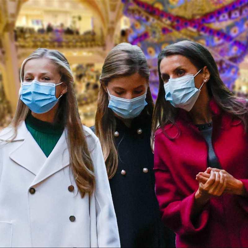 Letizia y sus hijas hacen parada en su tienda favorita durante su tarde de compras de Navidad
