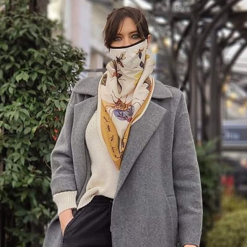 Sara Carbonero marca tendencia con un pañuelo/mascarilla, el último grito en moda