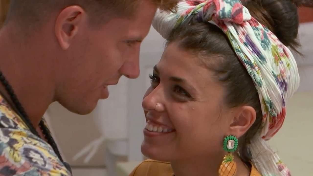 Lola destroza a Diego cayendo en la tentación (hasta el final) con Carlos: