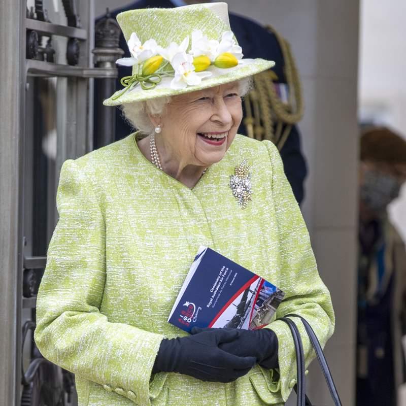 El bonito homenaje de Isabel II a su marido en su vuelta al trabajo tras el funeral