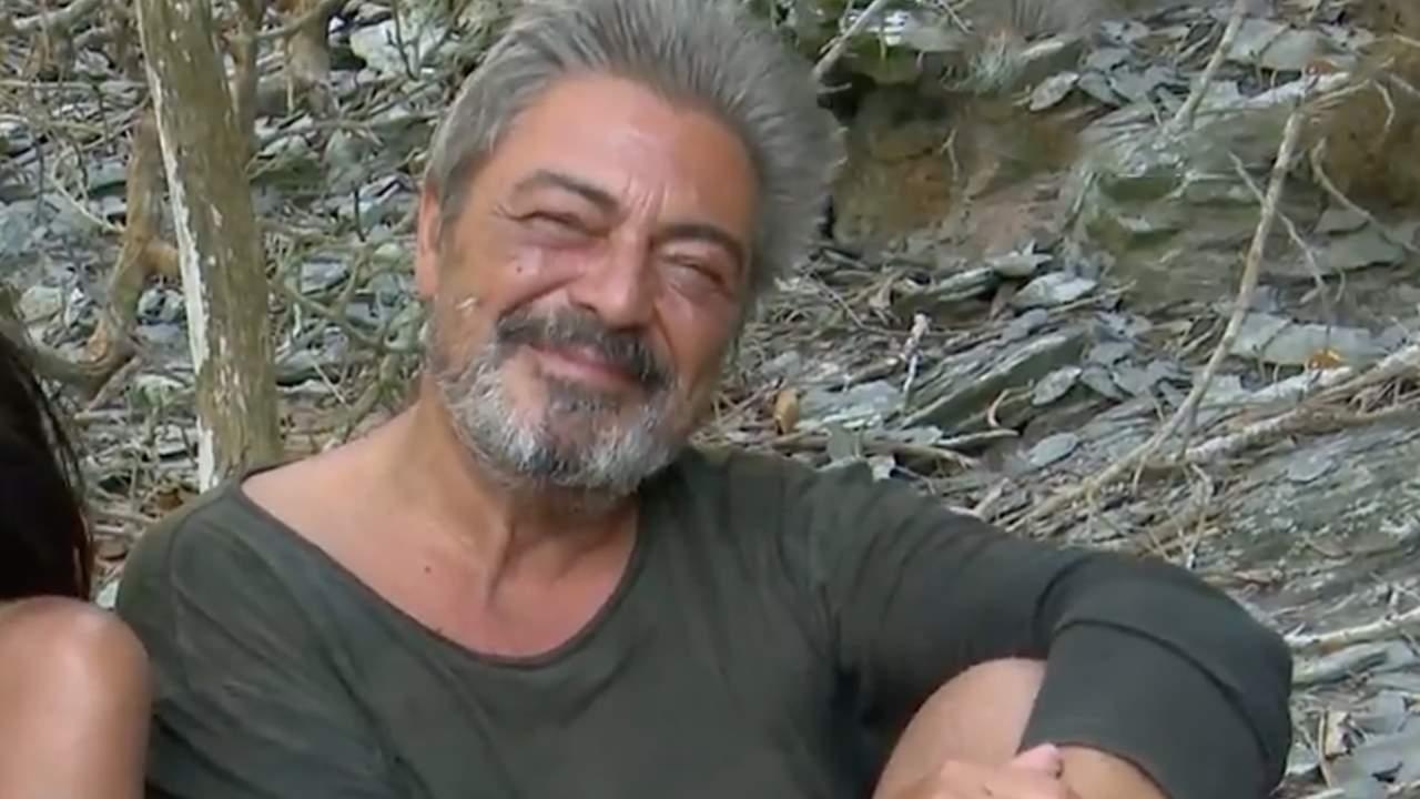 Antonio Canales se cambia los calzoncillos en directo y, al perder el equilibrio, lo enseña TODO