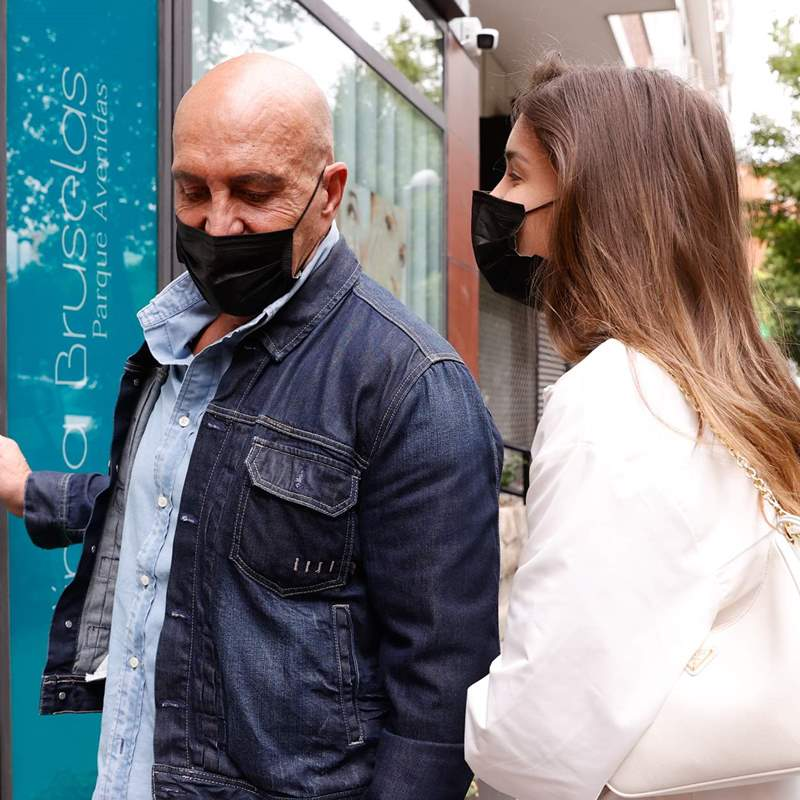 Kiko Matamoros, arropado por Marta, ingresa para someterse a una nueva operación estética