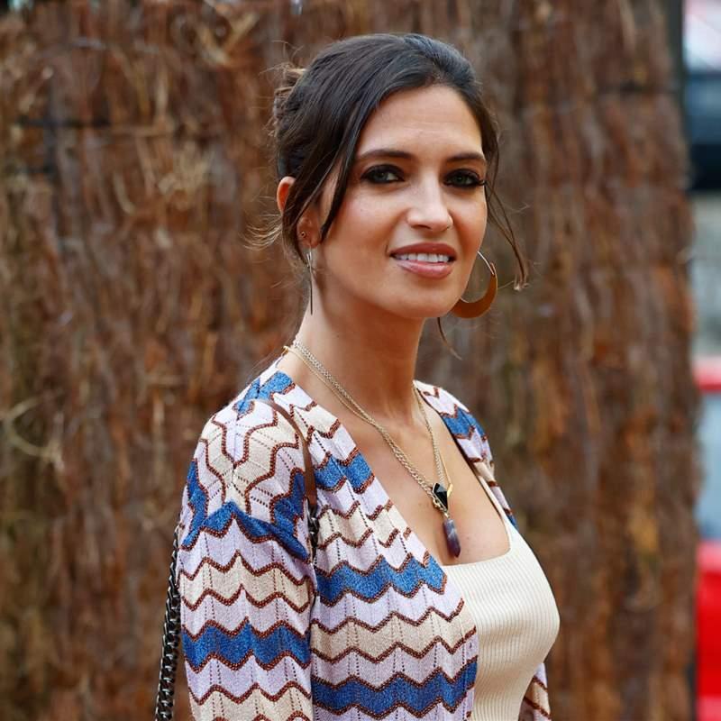 Sara Carbonero va de evento con el look viral de Laura Matamoros y su mejor sonrisa