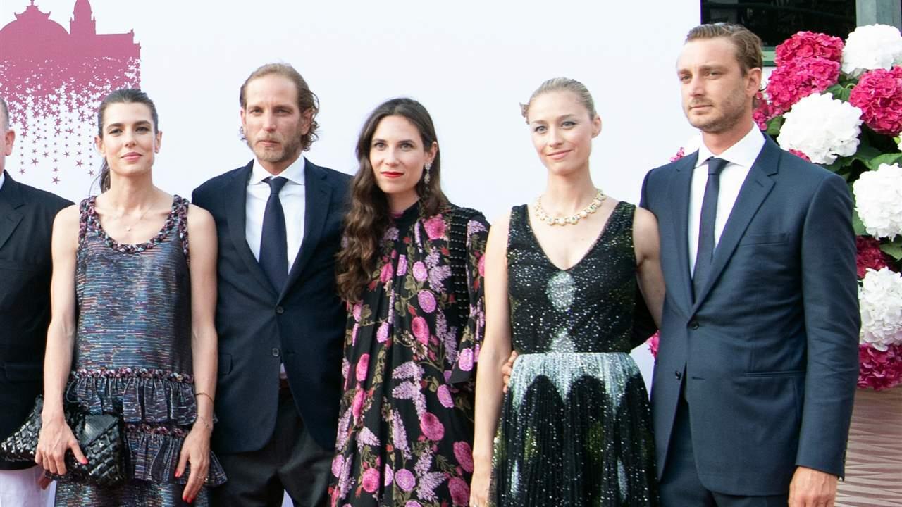 Los Grimaldi re reúnen sin Charlene en la tradicional Gala de la Cruz Roja