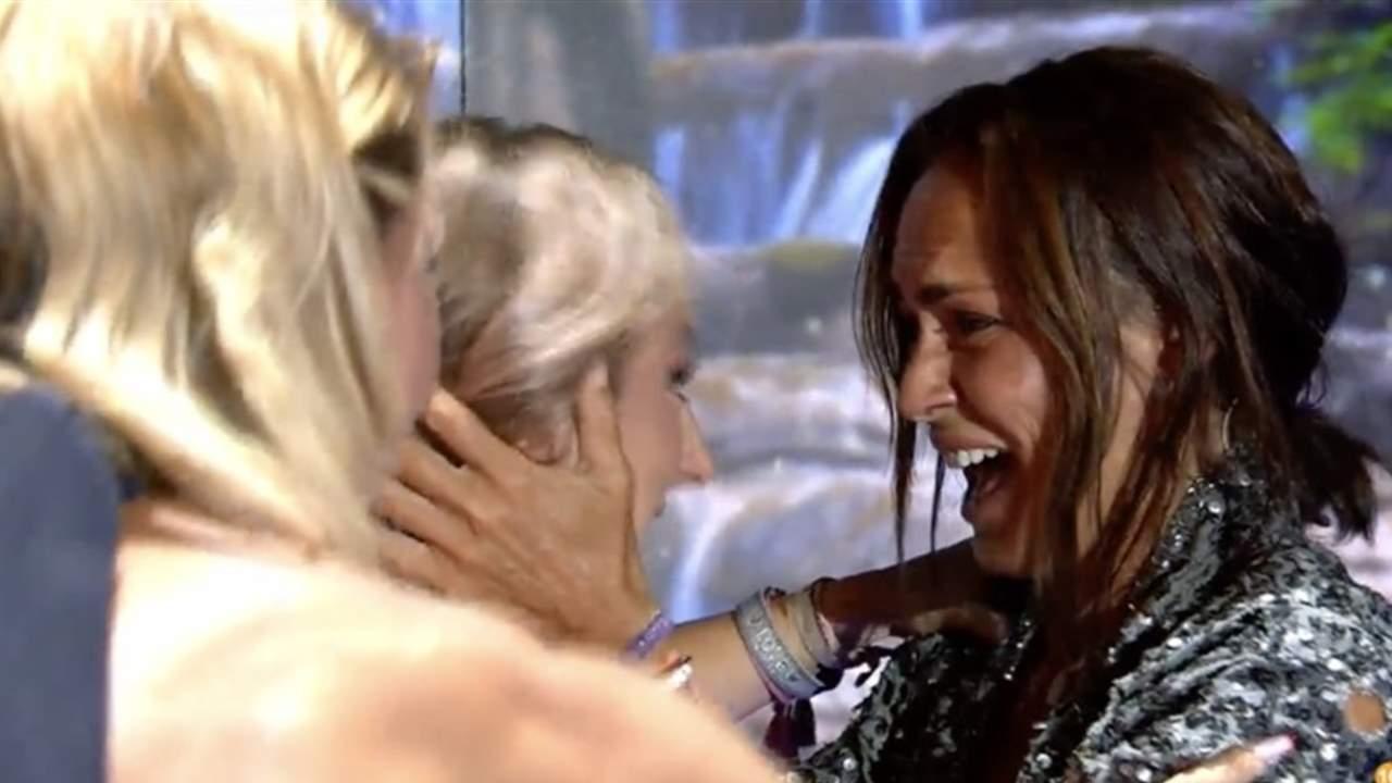Rocío Flores, temblando, entra en el plató y se reencuentra con Olga Moreno
