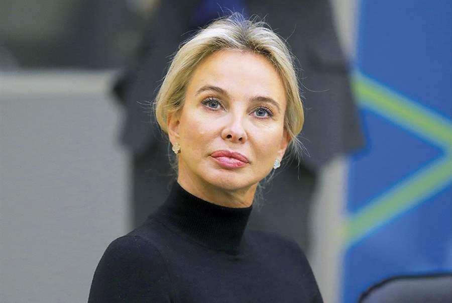 Corinna Larsen 03
