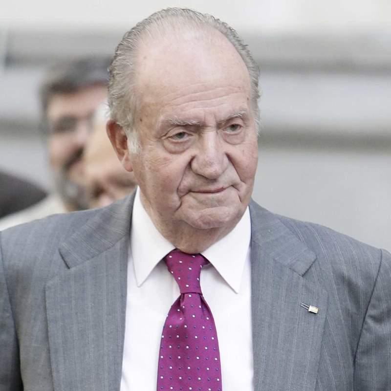 Nueva polémica para el rey Juan Carlos a punto de cumplirse un año de su exilio: Corinna Larsen le denuncia por acoso