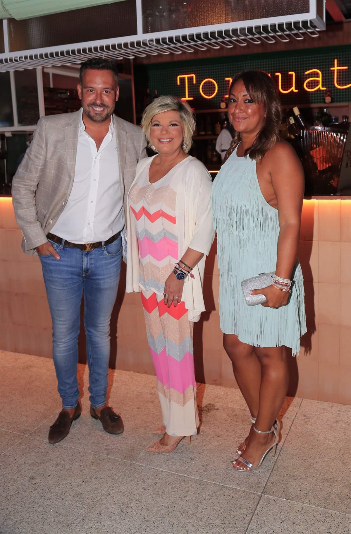 Kike Calleja y Raquel Abad con Terelu