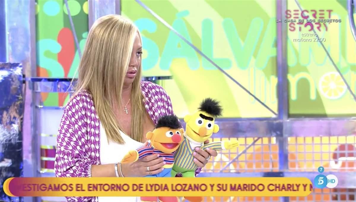 Belén Esteban con los muñecos