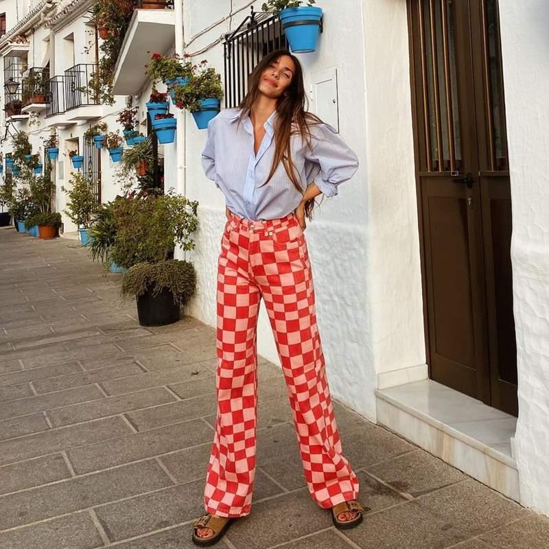 Los pantalones de cuadros dameros, la última obsesión del street style para llevar en los looks de entretiempo